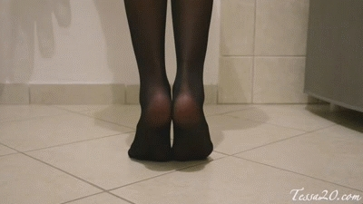 Custom Request:Teasing you with my nylons