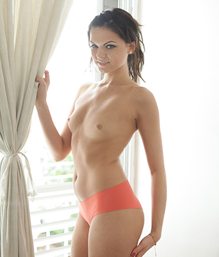 Tessa Ray Gets Naked Near The Window - Picture 6