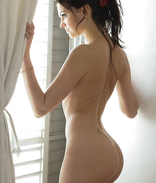 Tessa Ray Gets Naked Near The Window - Picture 7
