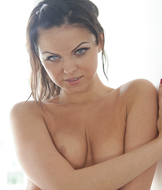 Tessa Ray Gets Naked Near The Window - Picture 13