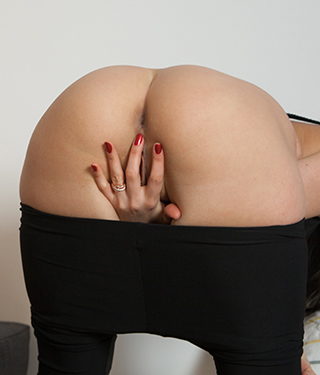Tessa Ray Sexy In Black Leggings Spreads Pussy Asshole - Picture 8